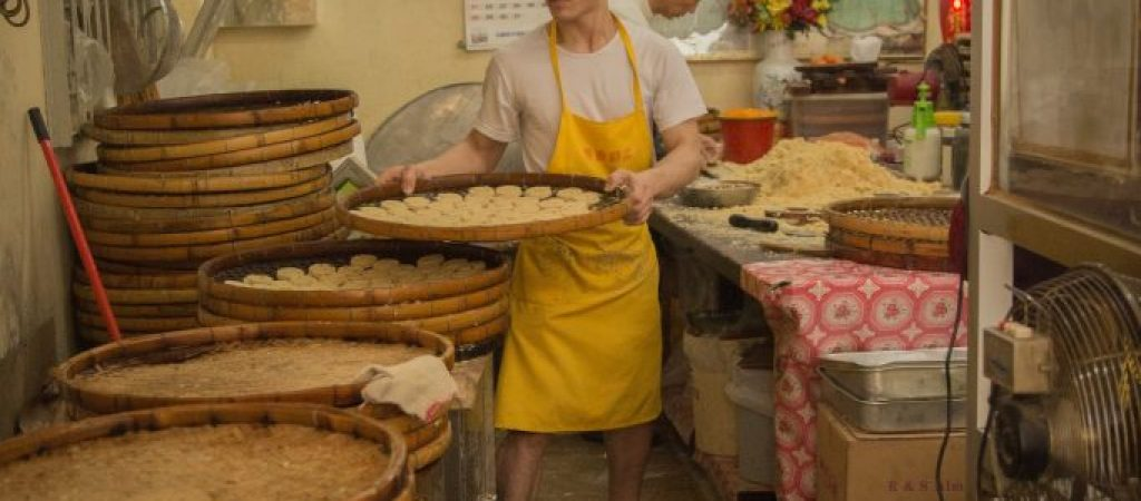 60‐year‐old almond cookies shop passed down through generations
