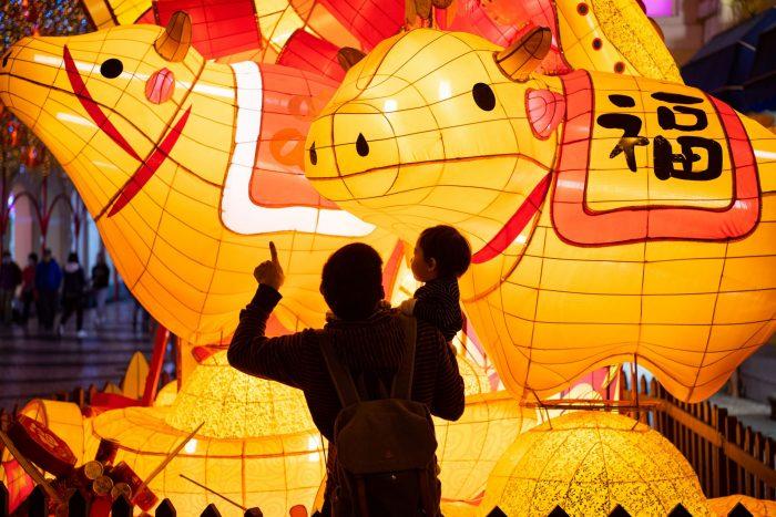 CHINA-MACAO-LIGHT DECORATIONS(CN)