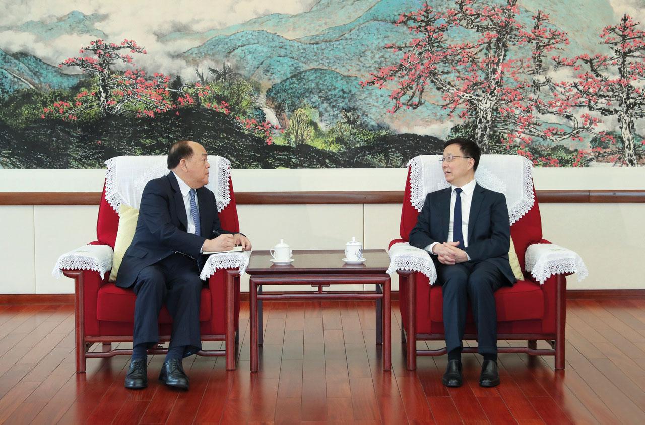 Chief Executive Ho Iat Seng meets with Chinese Vice Premier Han Zheng in Guangzhou
