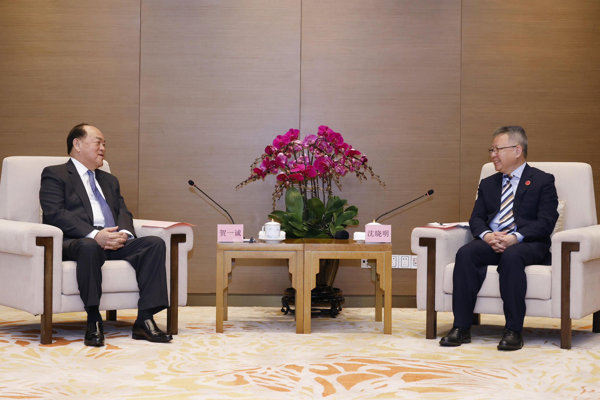 Ho Iat Seng meets with secretary of the Hainan Provincial Committee of the CPC, Shen Xiaoming