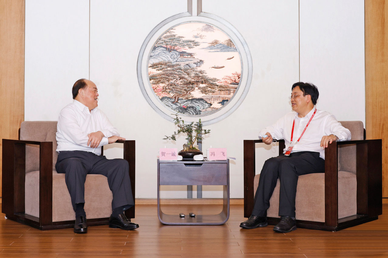 Ho Iat Seng meets with Governor of Hainan province, Feng Fei